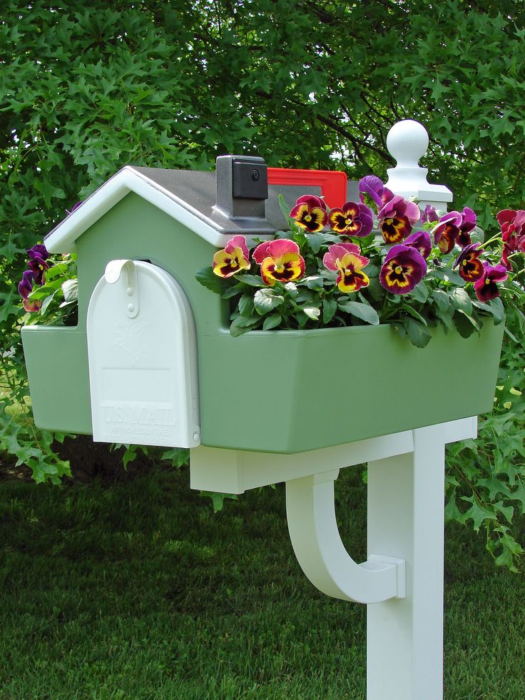 Classic Americana mailbox planter painted with Valspar Plastic Primer and Valspar Satin Everglade Green spray paint for the base and Rust-Oleum Universal Hammered Silver for plastic spray paint for the roof, taping the edges leaving a white trim if desired. The possibilities are endless.