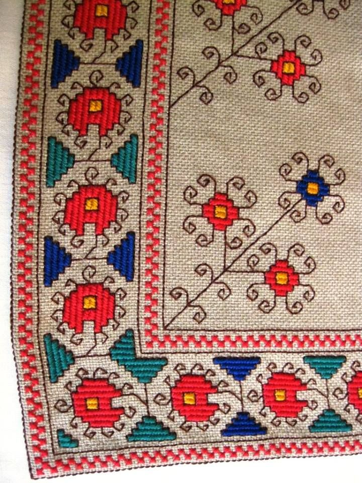 .Bulgarian embroidery have a particular appeal. Secondary colors are often blue, green, and yellow. The outline often includes hooks and other ornaments