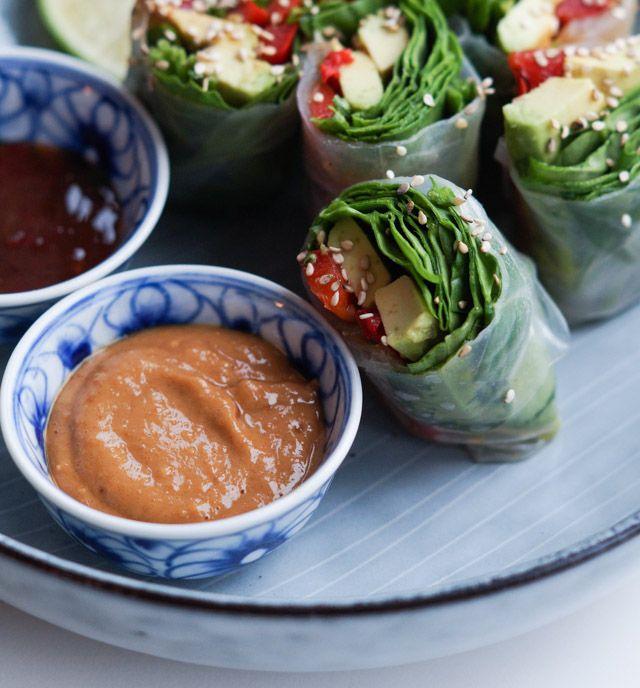 Friske vietnamesiske forårsruller - rispapirsruller med tre slags dip (vegetariske)