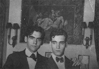 Federico y Francisco García Lorca (derecha), en la casa granadina de la Acera del Darro.