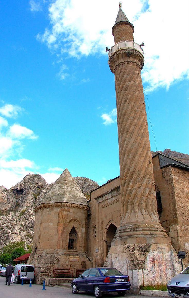 Burmalı Camii, Amasya, Turkey. Anadolu Selçuklu Hükümdarı Gıyaseddin II. Keyhüsrev zamanında, VeziriNecmeddin Ferruh Bey ve kardeşi Haznedar Yusuf Bey tarafından 1237-1247 yıllarıarasıdan yaptırıldığı sanılmaktadır.