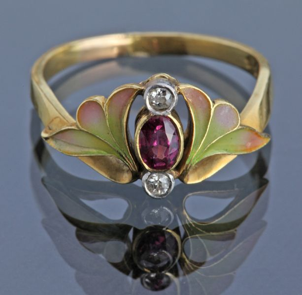 ART NOUVEAU Ring. Gold, Ruby, Diamond. Marks: 'K18' & maker's mark Austrian, c.1900 (hva)