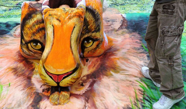 Bodypaint. Look closely. This tiger was made with 3 bodies!