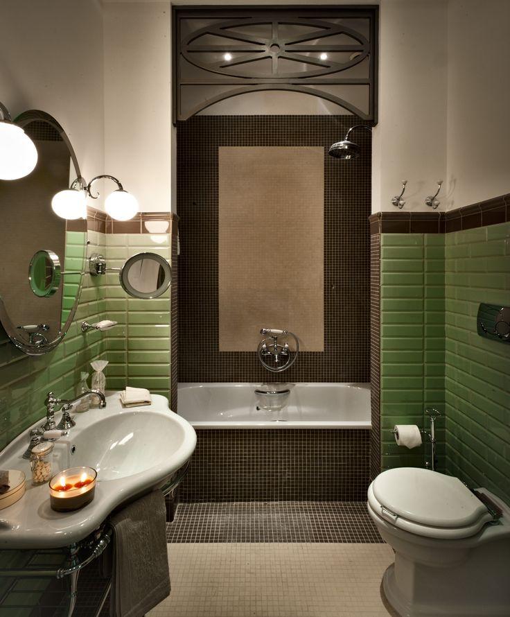 Château Monfort bathroom layout / big tiles