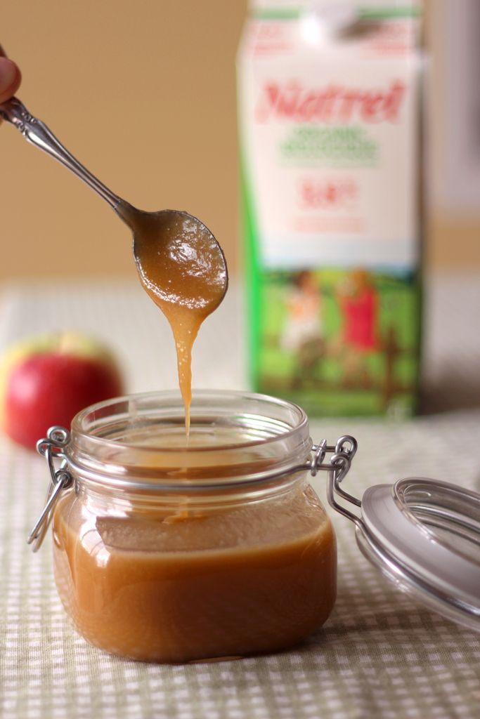 Avec cette recette, je repousse les frontières du caramel en le combinant avec des pommes pour une tartinade aussi addictive que décadente.