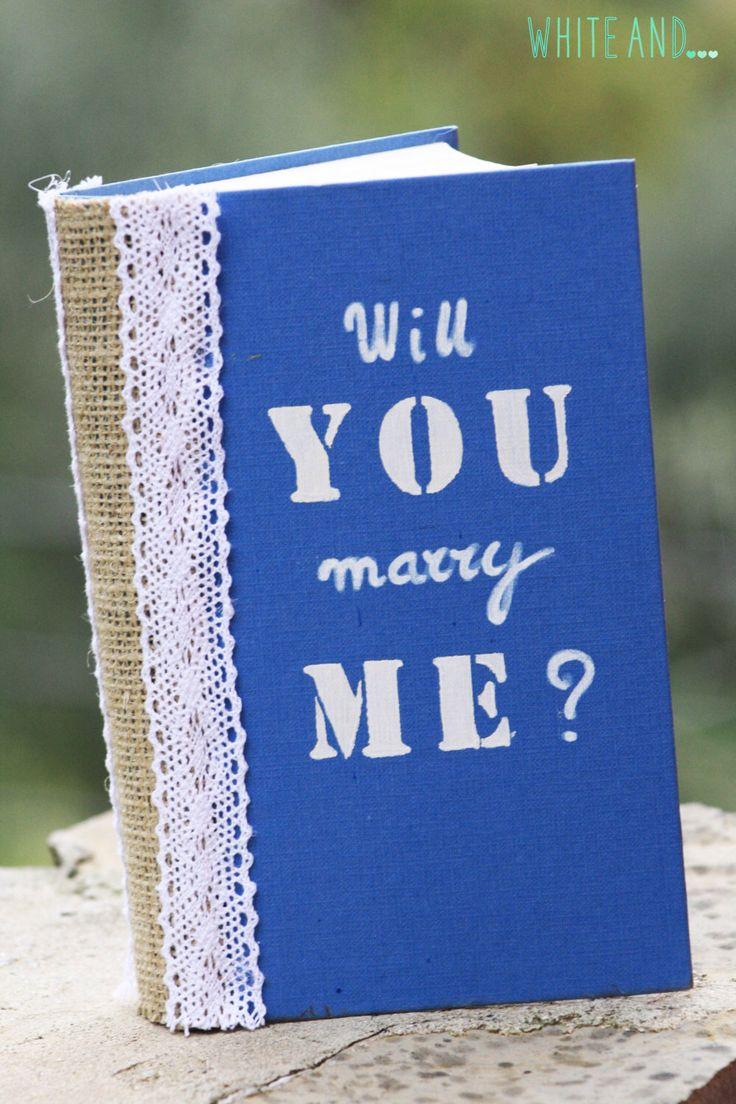 Scatola porta anello di fidanzamento, scatola-libro di WhiteAndDecor su Etsy https://www.etsy.com/it/listing/232690333/scatola-porta-anello-di-fidanzamento