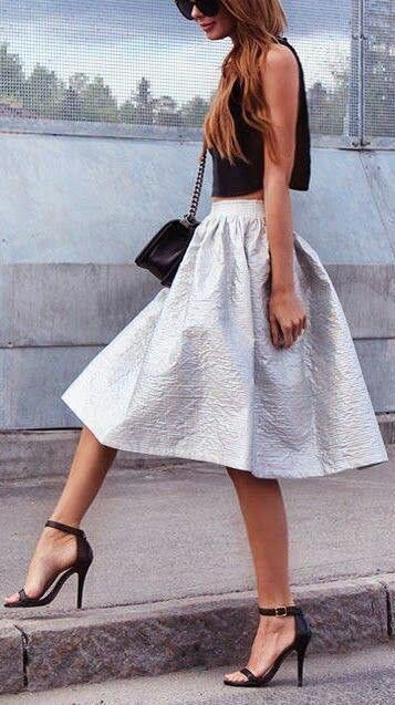 The texture in this full skirt brings attention to it, making it the main point of attraction of the outfit. It also gives it more dimension, making the fabric seem more luxurious and the skirt fuller.
