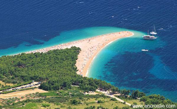 Que voir sur l'ile de Brač Que faire sur l'ile de Brač Locations et Hôtels sur l'ile de Brač Comment accéder à l'ile de Brač L'île de Brač (prononcez bratche) est une des plus belles îles de Croatie. Juste en face de Split, il faut seulement 50 mn de ferry pour y accéder. Vous connaissez certainement cette île sans le savoir, c'est la que se trouve la plage la plus connue de Croatie, la plage Zlatni Rat a Bol (en francais, la corne d'or). C&#...