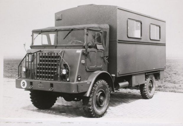 DAF YA 324 (met verzwaard chassis) met een opbouw voor bureauwagen. Gebruikt voor administratieve doeleinden e.d.