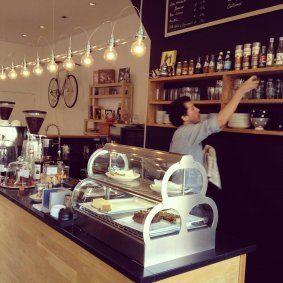 Koffiebar in #Haarlem, Mogador op de Botermarkt: http://haarlemcityblog.nl/bars-restaurants/mogador-comfortabele-koffie/