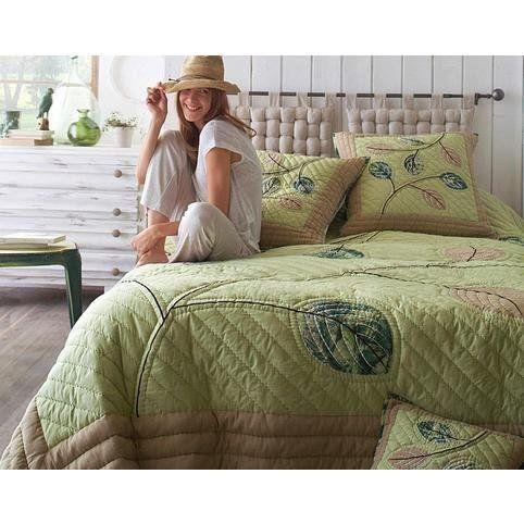 best 20 jet de lit ideas on pinterest rideaux de lit. Black Bedroom Furniture Sets. Home Design Ideas