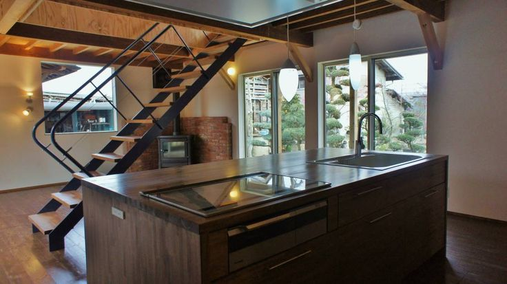 一級建築士事務所オブデザイン の モダンな キッチン T House ―築100年の納屋をリノベーション―