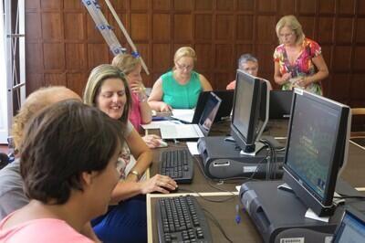 Curso de alfabetización informática para adultos por la #Biblioteca Insular de Gran Canaria
