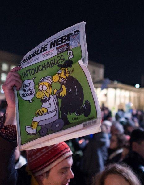 A Berlin, Londres, Melbourne ou encore New York, des milliers de personnes se sont retrouvées pour soutenir la liberté de la presse et rendre hommage aux victimes, décédées lors des attentats dans les locaux de Charlie Hebdo, hier, à Paris. Tour du monde. http://www.elle.fr/Societe/L-actu-en-images/Charlie-Hebdo-le-monde-entier-rassemble-pour-la-liberte-de-la-presse