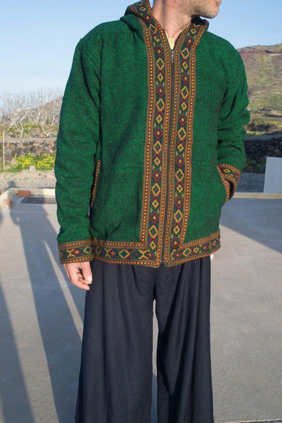 Increíble y único 100% chaqueta de lana con forro de paño grueso y suave de la India. Hermosos bordados. Unisex L/XL Medidas: Hombro a hombro: 52 cm (20,4 pulgadas) Longitud: 68 cm ((26,7 pulgadas  También disponible en color beige de tamaño más pequeño. Revise mis otros listados.