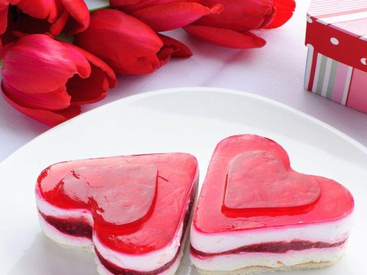 28 best Heart cake Valentijn cake images on Pinterest   Heart ...