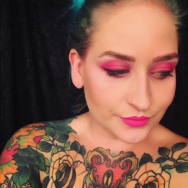 Rosa sløyfe inspirert makeup look 🎀🎀🎀 #rosasløyfe #pinkbows #pinkmakeup #makeup #mua #look #lotd #makeuplook #beauty #inspo #pinklips #pinkeyeshadow