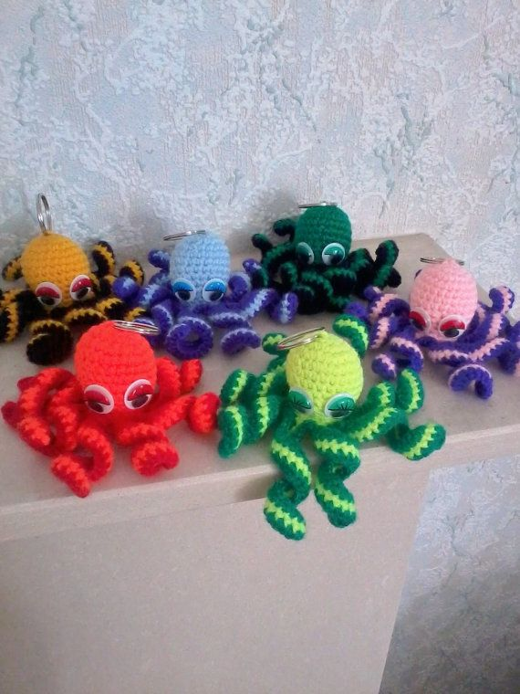 Octopus keychain, bright and colourful octopus keychain, keychain crochet, crochet octopus, cute keychain, amigurumi octopus keychain,