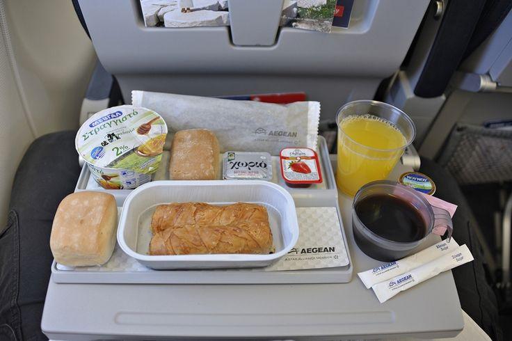 Απολαμβάνω το πρωινό μου πάνω απο την Μεσόγειο πετώντας πρός την Ιταλία.