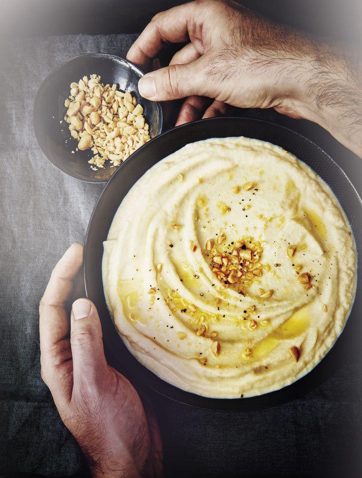 Recette Purée de céleri-rave aux cacahuètes : Prép. : 20 mn > Cuisson : 45 mn Concassez les cacahuètes. Pelez le céleri-rave et coupez-le en morceaux. Faites-les tremper 5 mn dans de l'eau additionnée de jus de citron. Egouttez le céleri et versez-le dans une casserole avec le lait, couvre...