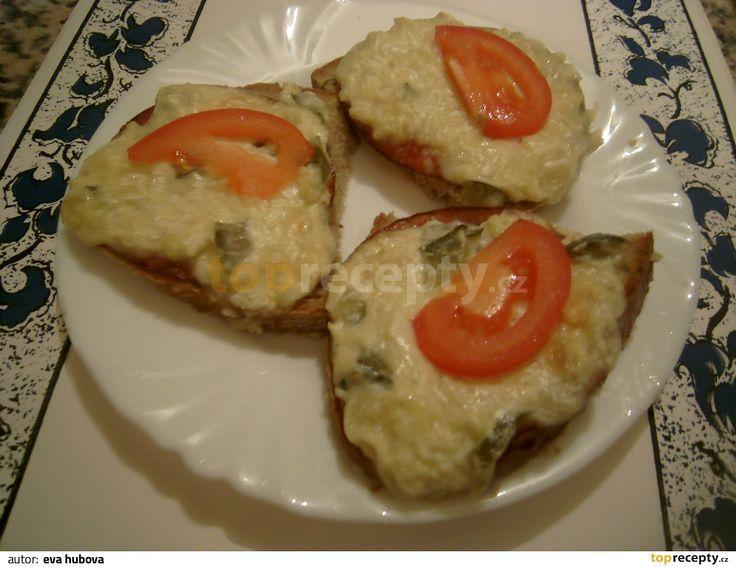 Hermelínové toasty (majolka,hořčice,česnek,ster.okurky,salám)