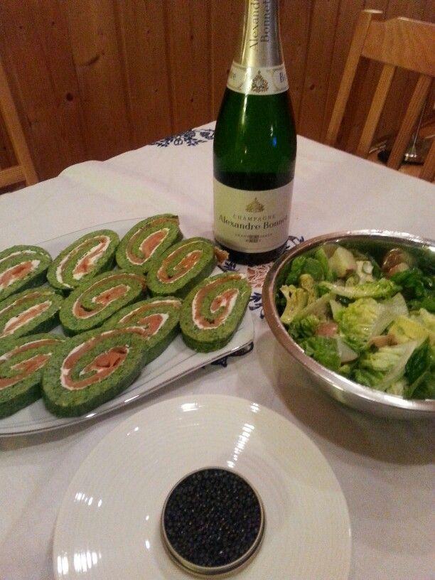 Champagne og russisk kaviar med litauisk spinat og røklaksrull