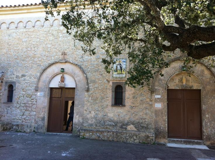 Ermita de San Honorato, en el Puig de Randa #ermitas #mallorca #turismo