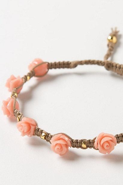 Detail how to make a fastener free bracelet