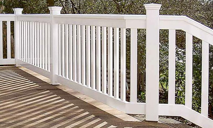 Weißes Holzgeländer - Treppengeländer Outdoor