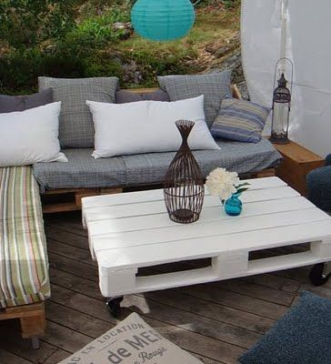 Outdoors furniture with pallets!