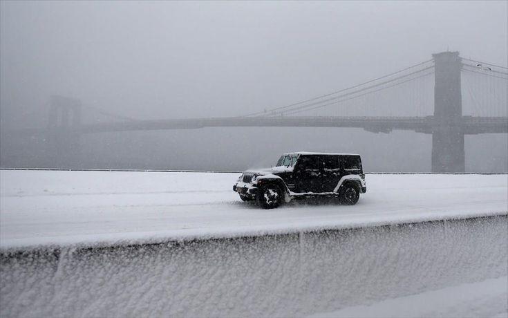 ΗΠΑ - Χιονοθύελλα - χιόνι - Νέα Υόρκη. Στιγμιότυπο από τη γέφυρα του Μπρούκλιν, στη Νέα Υόρκη.