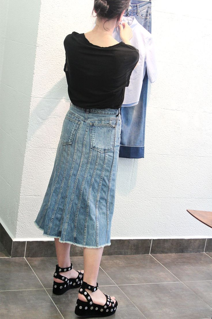 Discounts up to 50%. Choose your black or white cotton trousers by Alexander Wang. Their combinations are infinite. arropame.com/... #arropame #conceptstore #bilbao #shoponline #shopping #AlexanderWang #HelmutLang #IrieWash #CurrentElliott #ZoeKarssen #LeborGabala #MotherDenim #fashion #ss16 #sales #descuentos