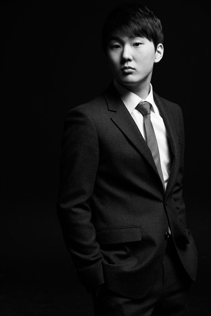 21-Year-Old Seong Jin Cho Becomes 1st Korean To Win International Chopin Piano Competition http://www.kpopstarz.com/articles/250958/20151023/seong-jin-cho-fryderyk-chopin-piano-competition.htm