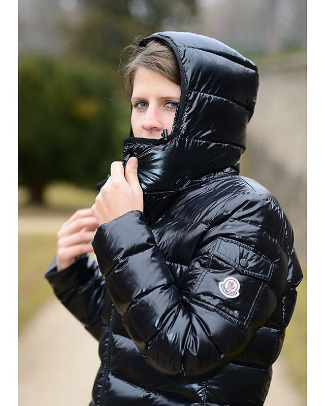 Fashionshoot with black Moncler Moka coat #moncler #downjacket #downcoat #daunenjacke #doudoune #downfashion #piumino #puffyjacket #winterfashion #winterstyle #daunenmantel #fashion #mode #instafashion #fashion #fashionshoot #moka