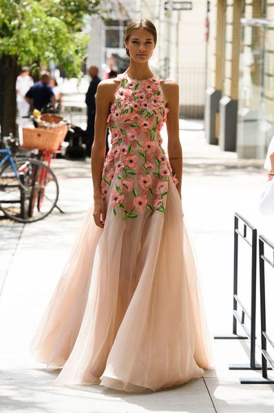 Lela Rose, Spring 2017 - Runway Dresses We Wish We Could Wear for Valentine's Day - Photos