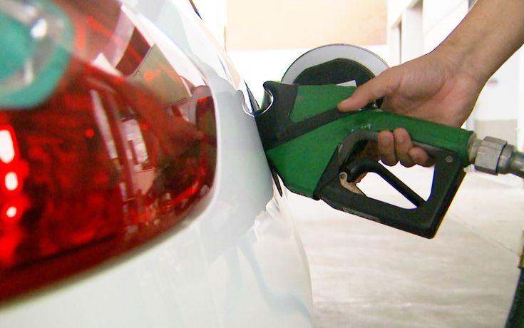 Preço da gasolina sobe pela 3ª semana seguida, aponta ANP -   O preço médio do litro da gasolina nos postos de gasolina subiu pela terceira consecutiva e atingiu R$ 3,774 na semana encerrada no dia 21, ante média de R$ 3,773 na semana anterior, segundo levantamento da Agência Nacional de Petróleo, Gás Natural e Biocombustíveis (ANP) divulgado nesta  - http://acontecebotucatu.com.br/nacionais/preco-da-gasolina-sobe-pela-3a-semana-seguida-aponta-anp/