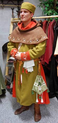 Cotte + Gugel, Stil spätes 13. Jh., Handstickerei Cotte + Hood, Style late 13. century, handmade embroidery