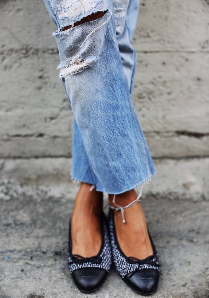 boyfriend jeans revealing the ankle and serious little ballet flats.