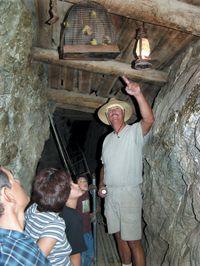 Excursion por mina de oro al sur de Nevada Eldorado Canyon http://lasvegasnespanol.com/en-las-vegas/excursion-por-mina-de-oro-al-sur-de-nevada-eldorado-canyon/