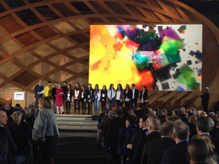 Stefania Giannini Ministro dell'Istruzione sul palco con gli studenti #Italia2015 #raiexpo #expoidee #expo2015 #italia #worldfair #firenze