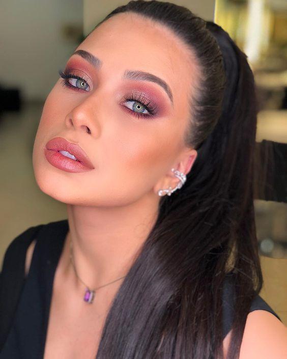 10 Ideias de maquiagens fofas e lindas com tons rosa