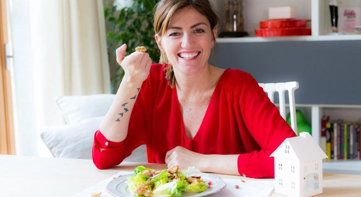 Lasciatevi tentare dall'insalata di tacchino agli agrumi con frutta secca, melagrana e mela verde di Chiara Maci! Scoprite subito la ricetta!    #LeIdeediAIA #ChiaraMaci #Insalata #Agrumi #Tacchino #Cucina #Cucinare #Love #Like #Food #foodie #Yum #Yummy #Cook #Cooking #Eat