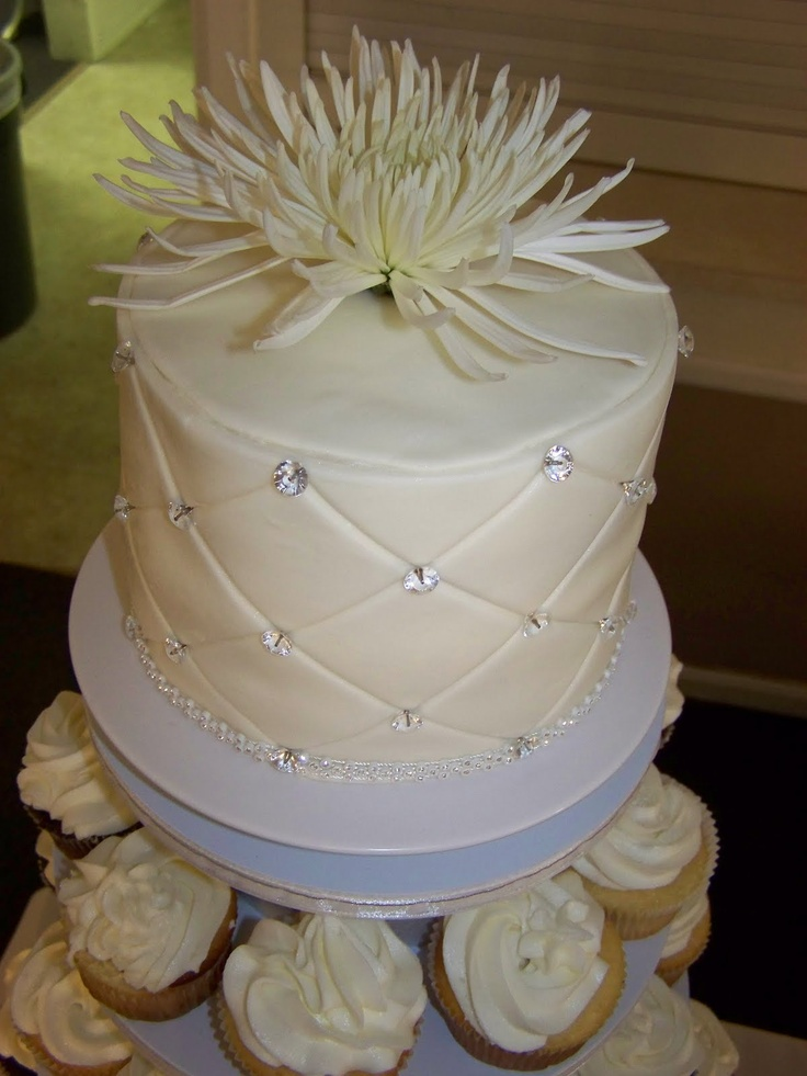 Cake Decorations Diamond Anniversary : 170 best images about Cake (Anniversary) Examples on ...