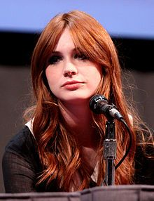 Google Image Result for http://upload.wikimedia.org/wikipedia/commons/thumb/1/1a/Karen_Gillan_by_Gage_Skidmore.jpg/220px-Karen_Gillan_by_Gage_Skidmore.jpg