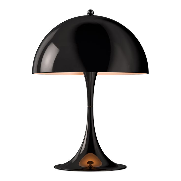Verner Panton designade Panthella i samarbete med Louis Poulsen 1971. Panthella MINI är en mindre version av bordslampan Panthella och bygger på Verner Pantons ursprungliga ritningar. Lampans metallskärm är vit på insidan och riktar ljuset nedåt, där trumpetfoten reflekterar det uppåt och ut i rummet. Miniversionen av Panthella har tre ljusnivåer och uppdaterad med den senaste LED-tekniken.