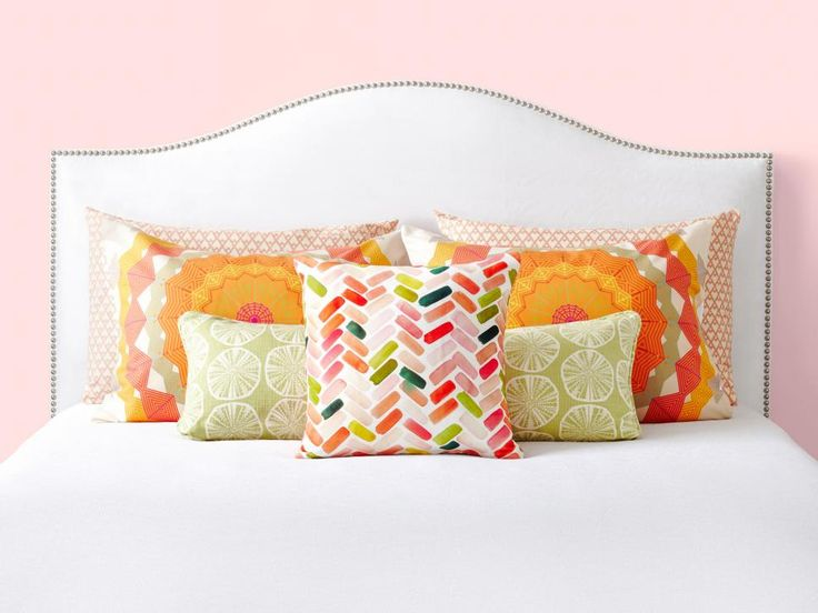 1000+ ideas about Decorative Bed Pillows on Pinterest Pillows on bed, Bed pillow arrangement ...