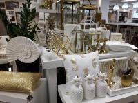 étalage magasin blanc et doré Boutique déco & design Drummondville