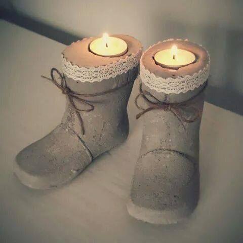 Saappaaseen valettu betoni kynttilä tuikku