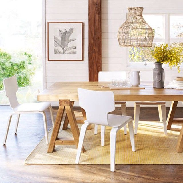 Dining Table Rug And Pendant Light