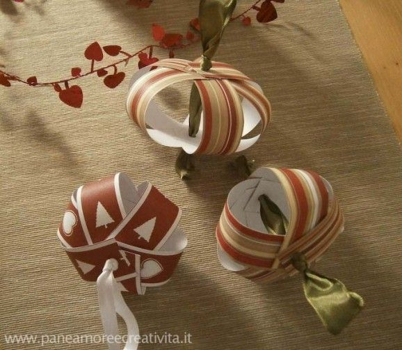 paper ornament http://paneamoreecreativita.it/blog/2011/12/tutorial-palline-per-lalbero-di-natale-di-carta/